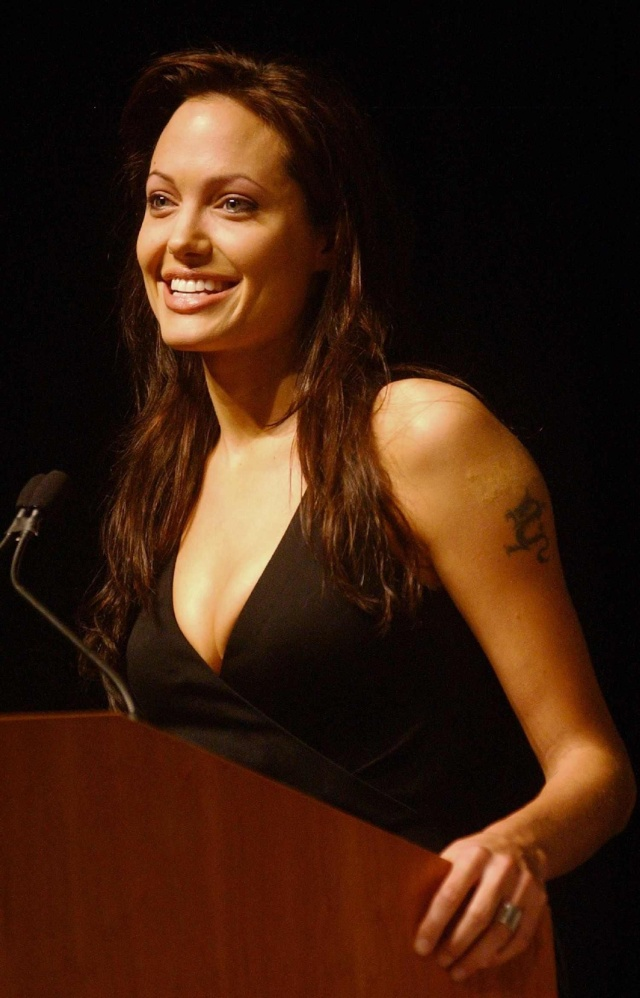 Angelina at ComicCon..July 19th 2003 00335812