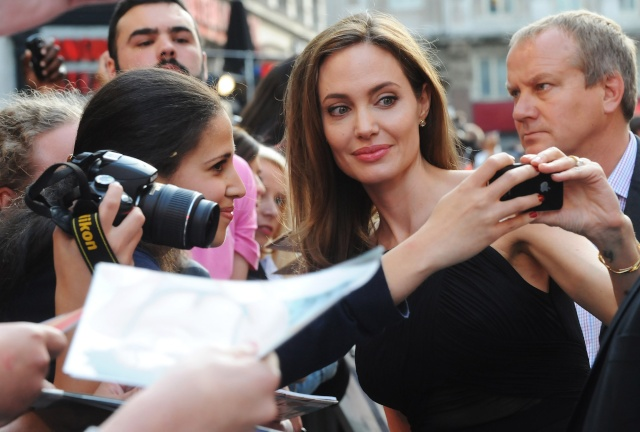 Brad and Angelina at World War Z Premiere..Leicester Square, London..June 2nd, 2013 - Page 4 00527921
