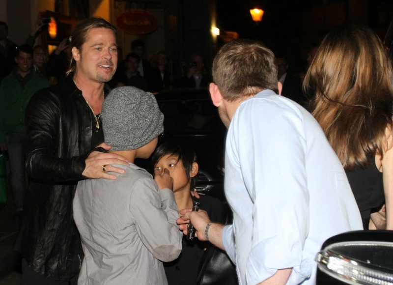 Brad, Angelina and Kids Dine at Kuchi Restaurant, Berlin,Germany..June 4th 2013 00527932