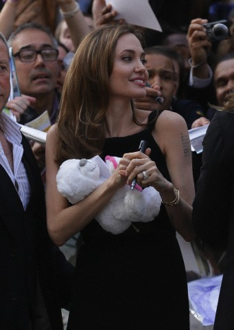 Brad and Angelina at World War Z Premiere..Leicester Square, London..June 2nd, 2013 - Page 3 0164