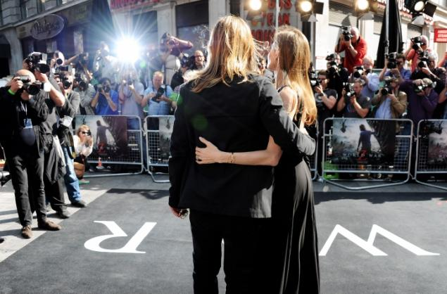 Brad and Angelina at World War Z Premiere..Leicester Square, London..June 2nd, 2013 - Page 2 017