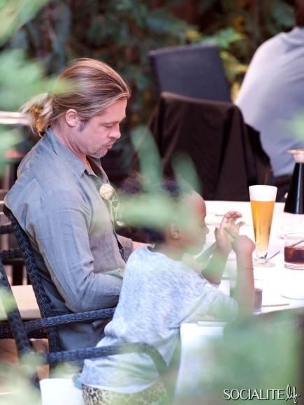 Brad, Zahara and Shiloh out for Japanese Cuisine, Madrid,Spain..June 21st 2013 01_48214