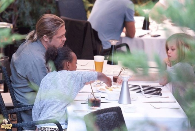 Brad, Zahara and Shiloh out for Japanese Cuisine, Madrid,Spain..June 21st 2013 01_cop11