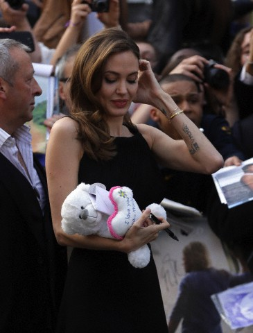 Brad and Angelina at World War Z Premiere..Leicester Square, London..June 2nd, 2013 - Page 3 024