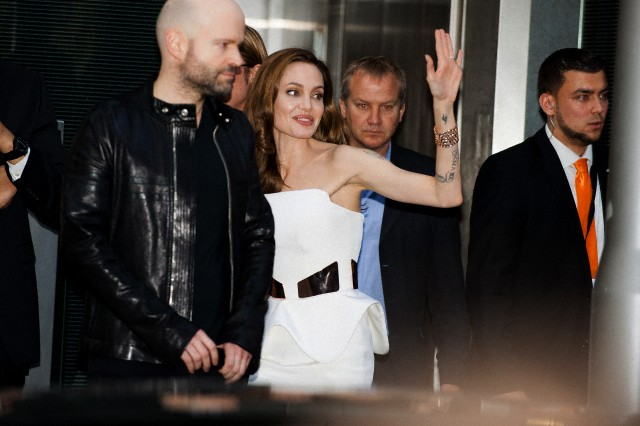 Brad and Angelina at World War Z Premiere, Sony Center..Berlin, Germany..June 4th 2013 - Page 2 04111318