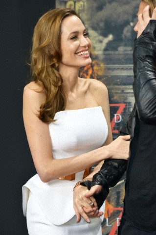 Brad and Angelina at World War Z Premiere, Sony Center..Berlin, Germany..June 4th 2013 - Page 2 04111319