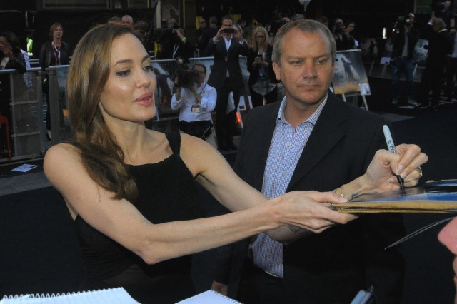 Brad and Angelina at World War Z Premiere..Leicester Square, London..June 2nd, 2013 - Page 3 0910