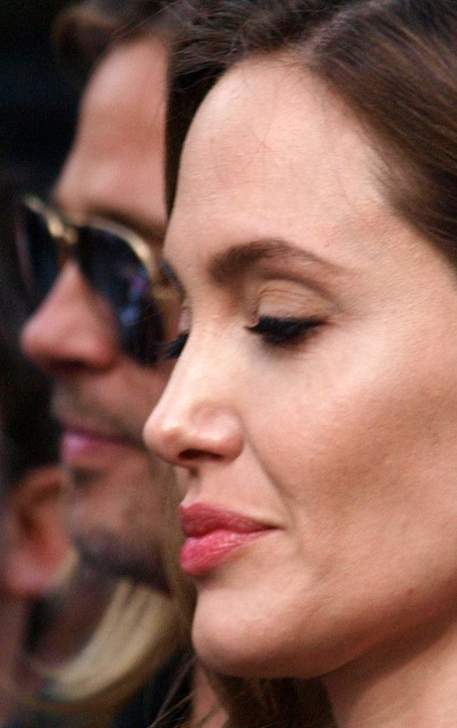 Brad and Angelina at World War Z Premiere..Leicester Square, London..June 2nd, 2013 - Page 3 0_4_co11