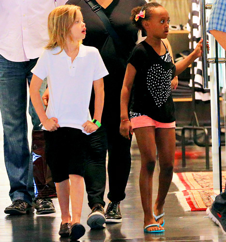 Shiloh and Zahara goes shopping in New York..June 17th 2013 0_5215