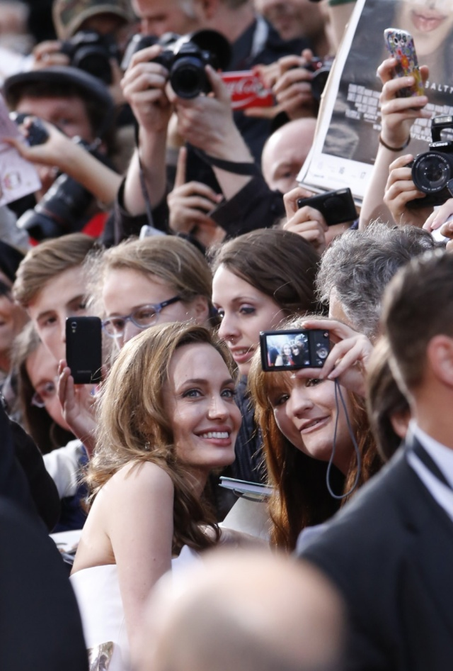 Brad and Angelina at World War Z Premiere, Sony Center..Berlin, Germany..June 4th 2013 - Page 2 0_52_c11