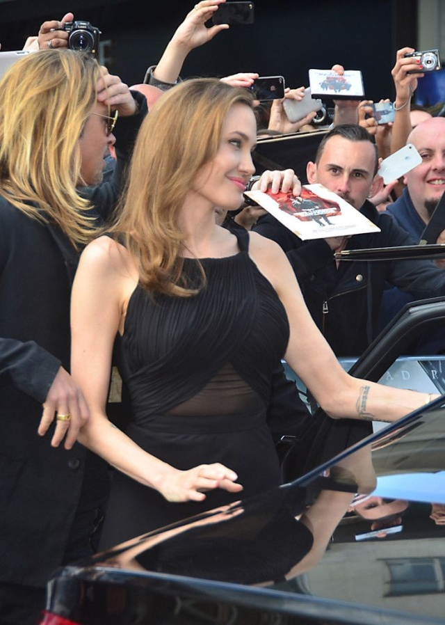 Brad and Angelina at World War Z Premiere..Leicester Square, London..June 2nd, 2013 - Page 3 0_612