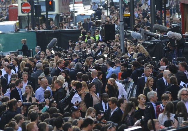 Brad and Angelina at World War Z Premiere..Leicester Square, London..June 2nd, 2013 - Page 3 6169_222