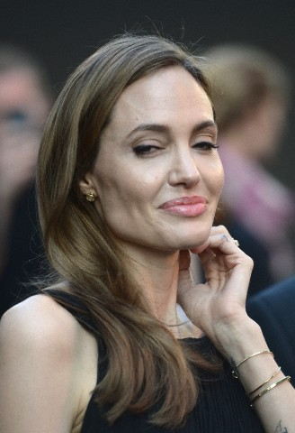 Brad and Angelina at World War Z Premiere..Leicester Square, London..June 2nd, 2013 - Page 3 6169_226