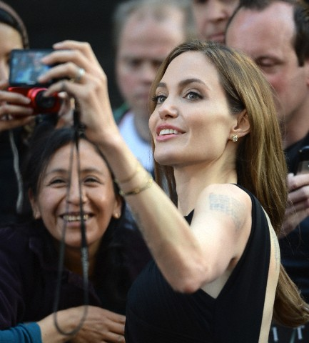 Brad and Angelina at World War Z Premiere..Leicester Square, London..June 2nd, 2013 - Page 3 Kgrhqf23