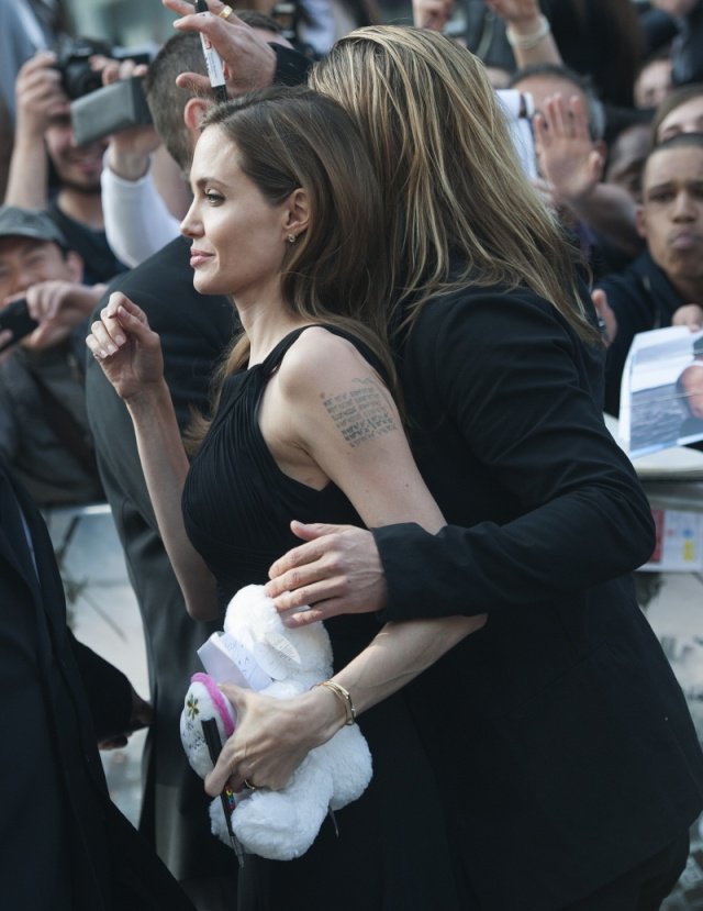 Brad and Angelina at World War Z Premiere..Leicester Square, London..June 2nd, 2013 - Page 4 Kgrhqf36