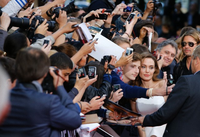 Brad and Angelina at World War Z Premiere, Sony Center..Berlin, Germany..June 4th 2013 - Page 2 Kgrhqn29