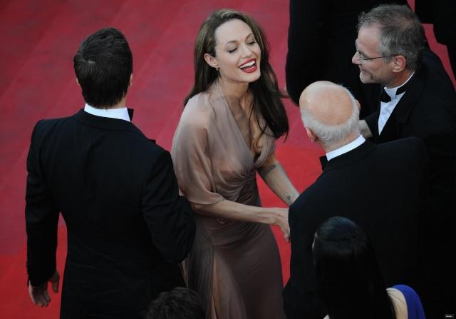 Brad and Angelina Movie Premieres  - Page 5 Origin10