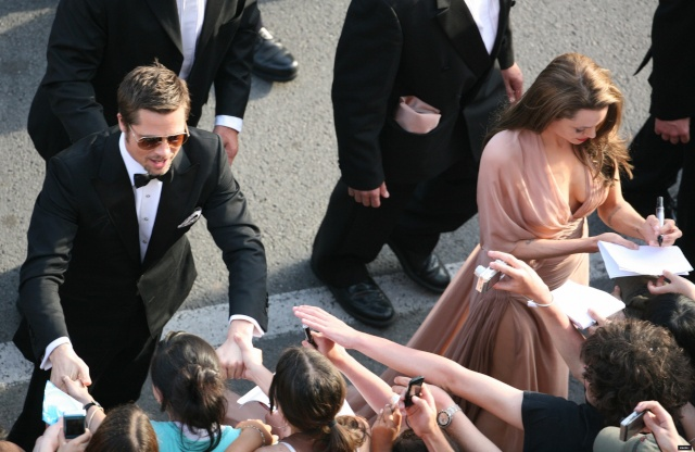 Brad and Angelina Movie Premieres  - Page 5 Playin10