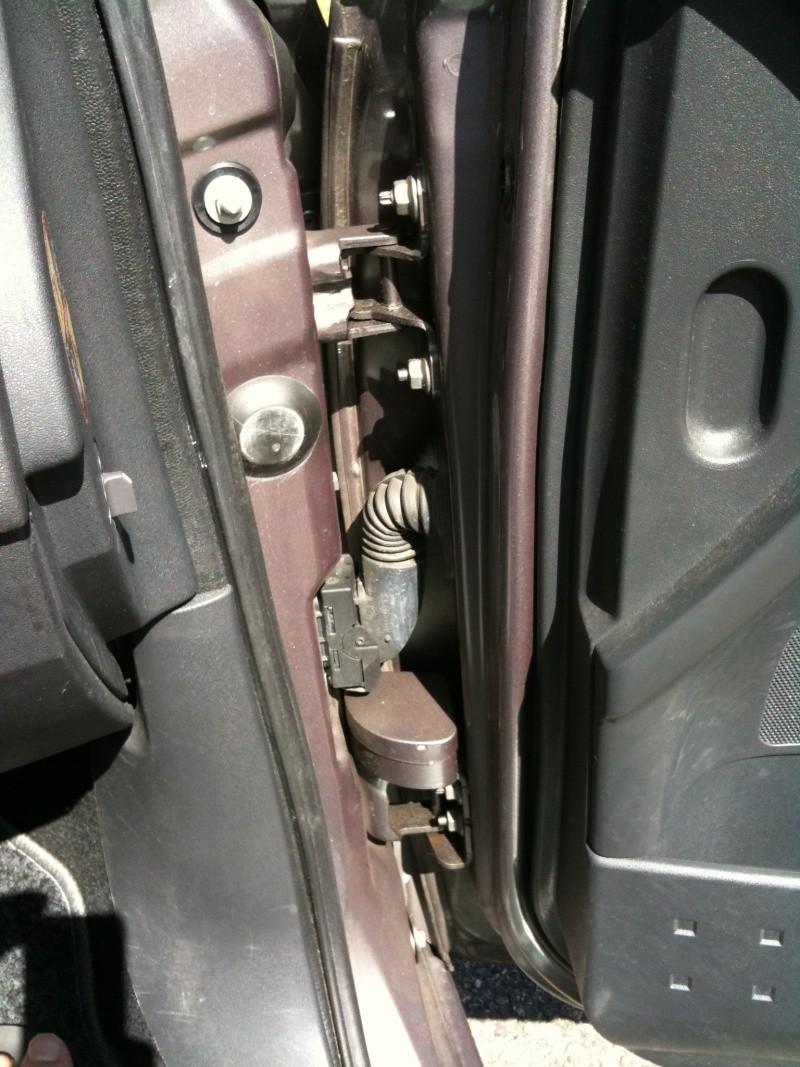 Claquement à l'ouvertrue des portes Mégane 2 Img_0310