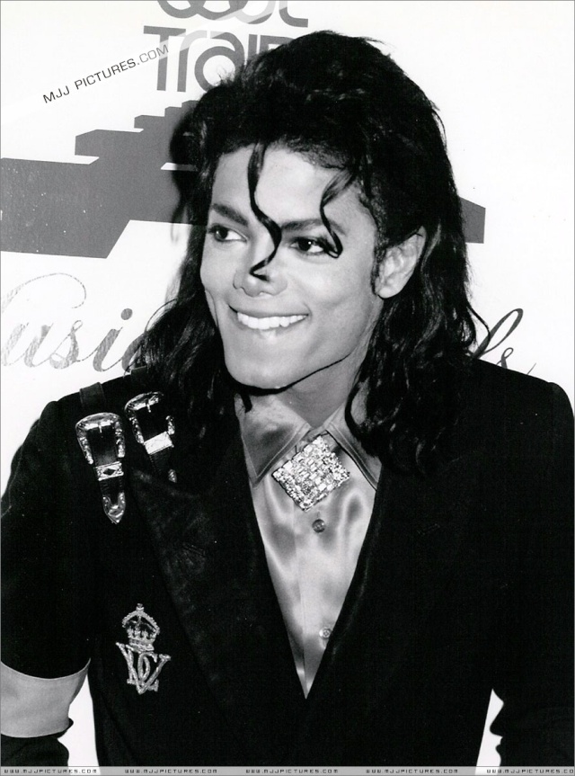 Pictures of MJ - Page 7 00911