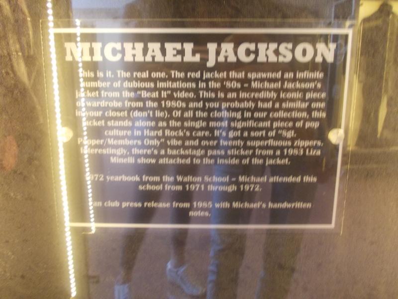 Giacca di Beat It e annuario scolastico di MJ in mostra a Milano e Venezia Dscn3715