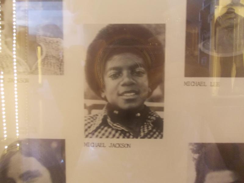 Giacca di Beat It e annuario scolastico di MJ in mostra a Milano e Venezia Dscn3717