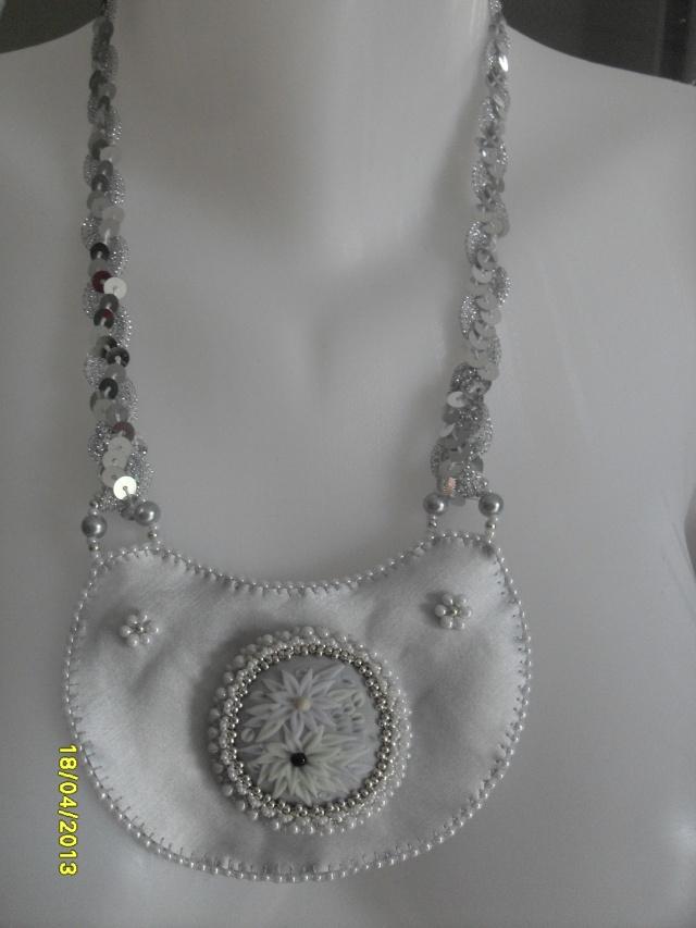 mes créations bijoux lithothérapie - Page 2 Sdc11116
