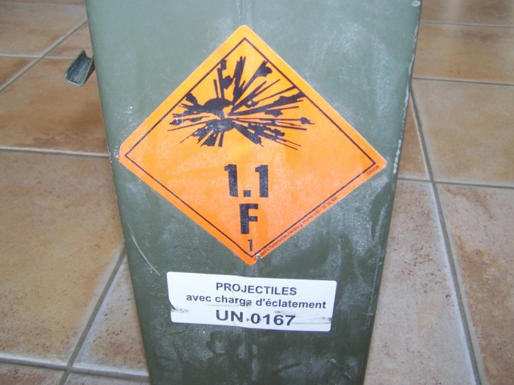 caisse de grenades à la déchetterie 00261