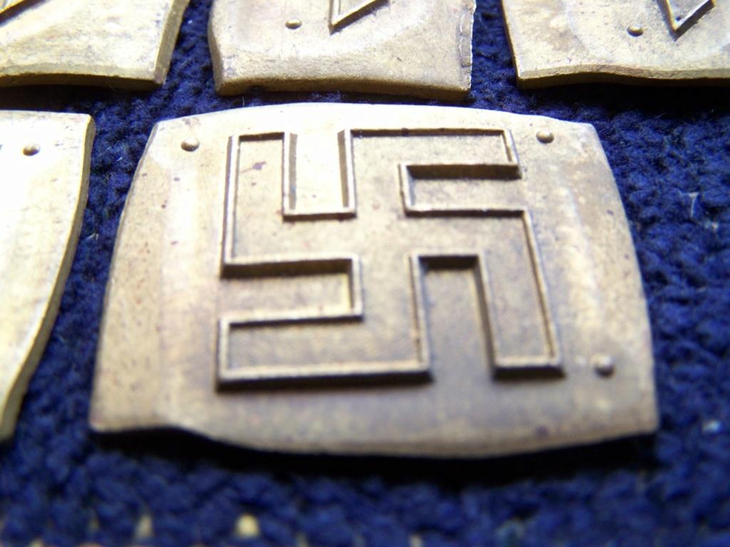 identification runes , svastika et autre 00647