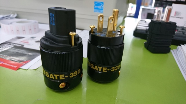 Wattgate 330i & 350i gold power & iec plug (used) Dsc_0410