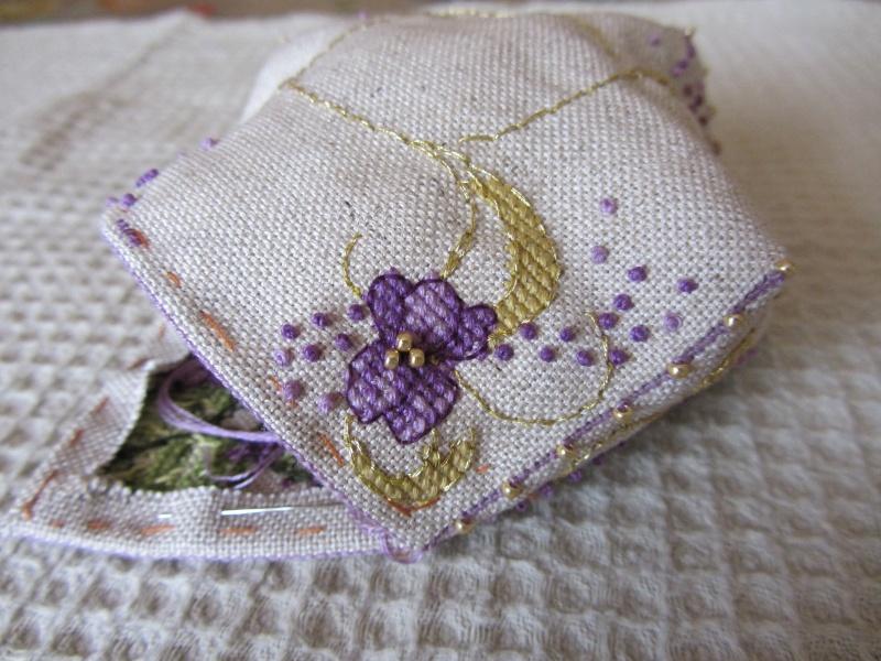 Un biscornu à la violette !!!! Img_1414