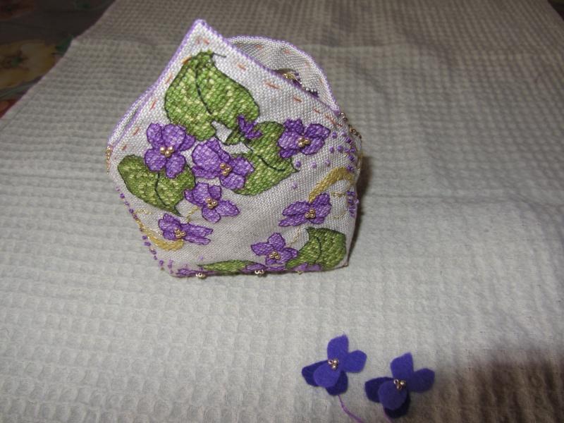 Un biscornu à la violette !!!! Img_1415