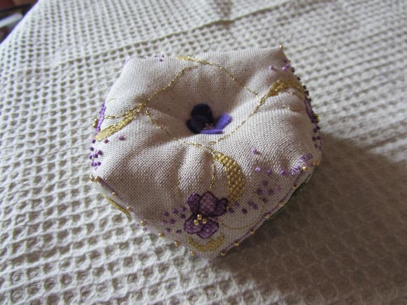 Un biscornu à la violette !!!! Img_1417