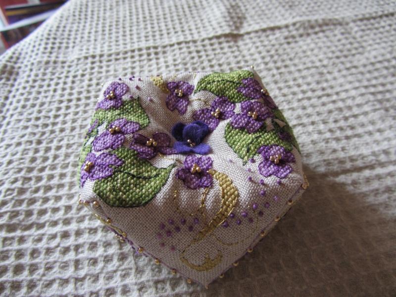 Un biscornu à la violette !!!! Img_1418