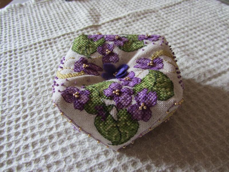 Un biscornu à la violette !!!! Img_1419