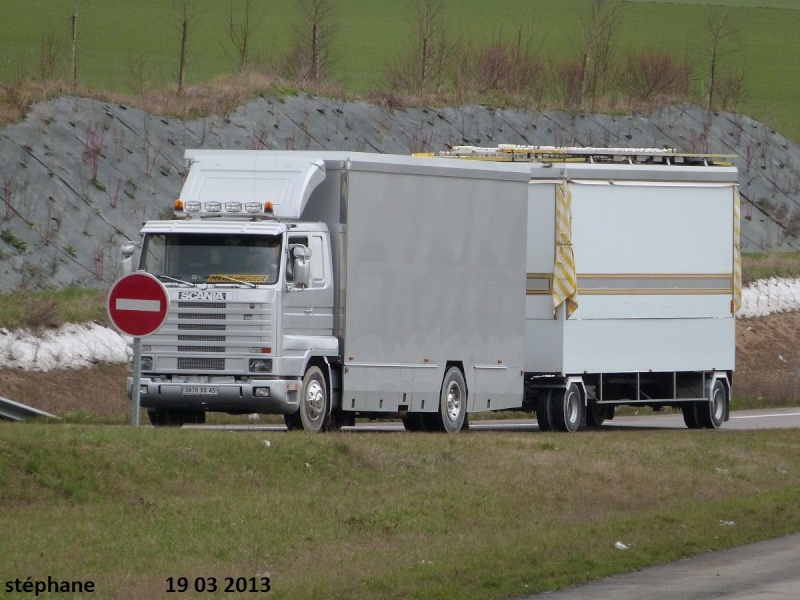 Les Camions des forains - Page 3 P1090010