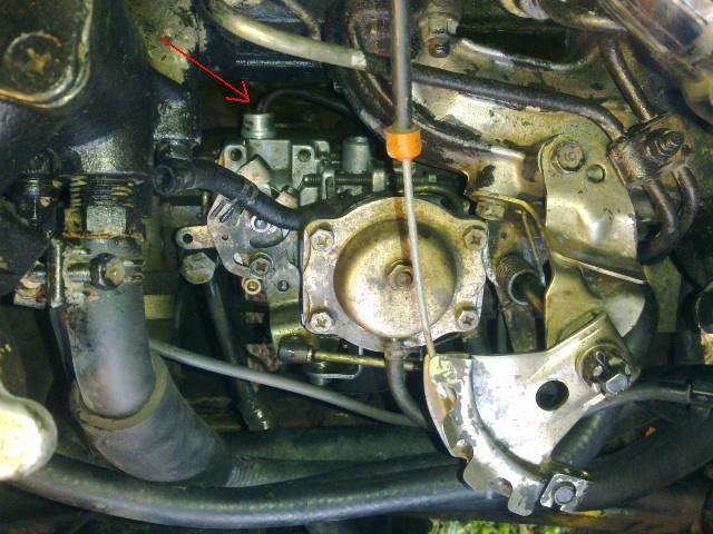 Puis-je tourner un peu la pompe injection LJ73 pour gagner de la place ? car fuite côté Pompe_11