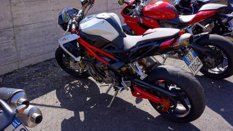 Les Italiens et la moto Dsc00510