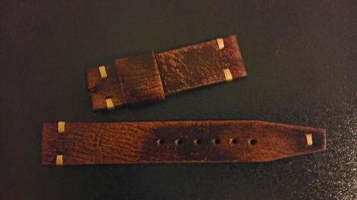 Vends bracelets: 1 cuir vintage et 1 alligator bleu/gris - 15€ chaque Kgrhqj10