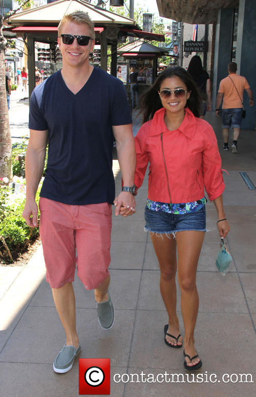 Sean & Catherine Lowe - Pictures - No Discussion - Page 3 Sean-l15