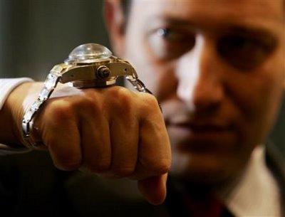 """Les montres de l'étrange """"Bizarre vous avez dit bizarre ..."""" - Page 2 Roloys10"""