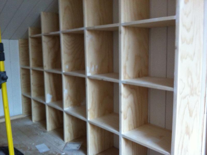 Une bibliothèque en soupente Enduit10