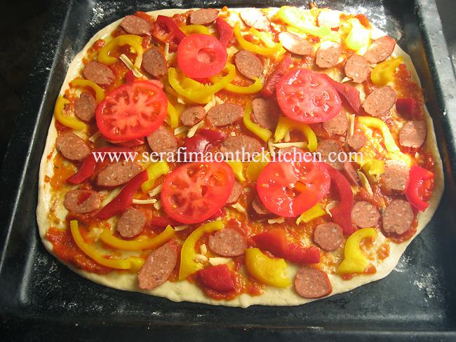 Пицца с салями, мясом и мариноваными огурчиками Pictur23