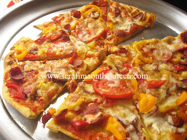 Пицца с салями, мясом и мариноваными огурчиками Pictur24