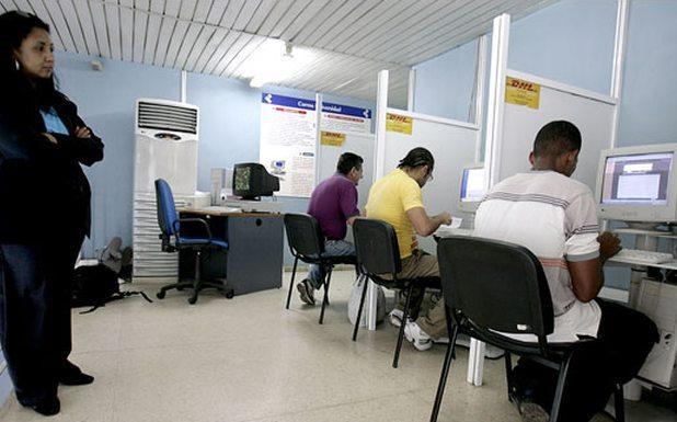 'Se navega bien, pero está bien caro', dicen los primeros usuarios de los cibercafés 12-de-10