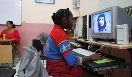 Cuba ampliará el acceso a Internet mediante 118 salas de navegación en todo el país 29-int10