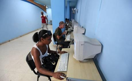 Cuba ampliará el acceso a Internet mediante 118 salas de navegación en todo el país F3702110