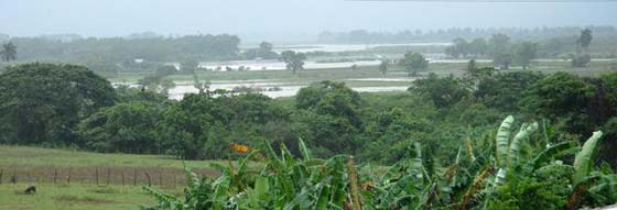 Luvias dejan incomunicado poblado del oeste cubano Intens12