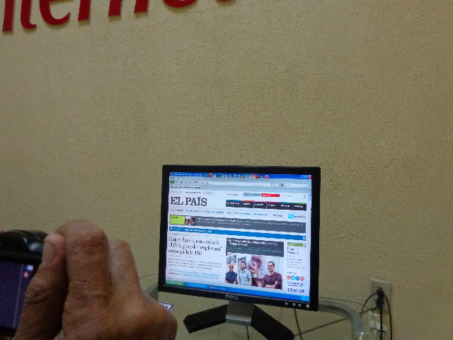 'Se navega bien, pero está bien caro', dicen los primeros usuarios de los cibercafés Machor10