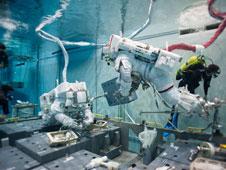 Fuite d'ammoniac à bord de la Station Spatiale Internationale - Segment P6 74810010